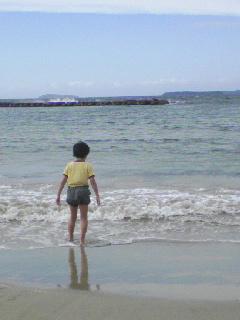 秋の海と少年